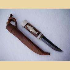 Нож охотника и рыбака с инкрустацией на рукояти