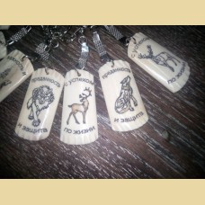"""Брелок из кости оленя  """"Черты характера"""" с изображениями животных"""